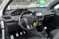 Peugeot-208-1
