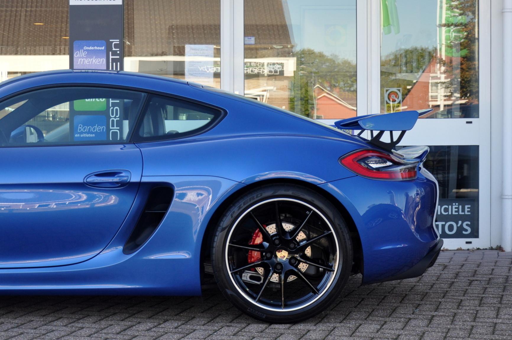Porsche-Cayman-30