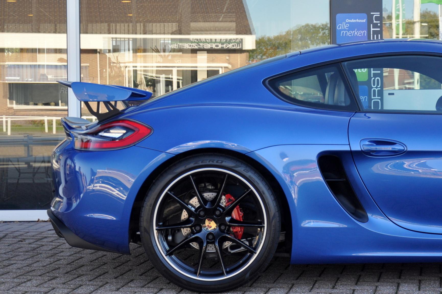 Porsche-Cayman-35