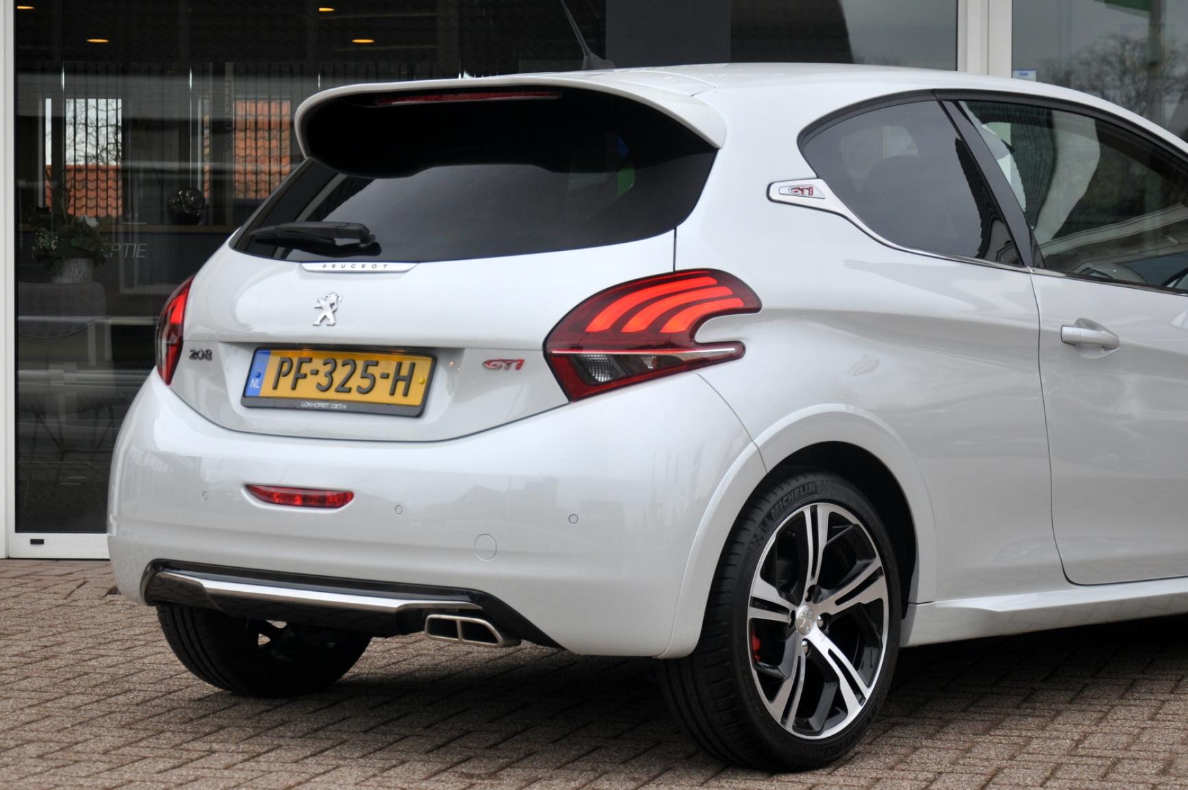 Peugeot-208-34