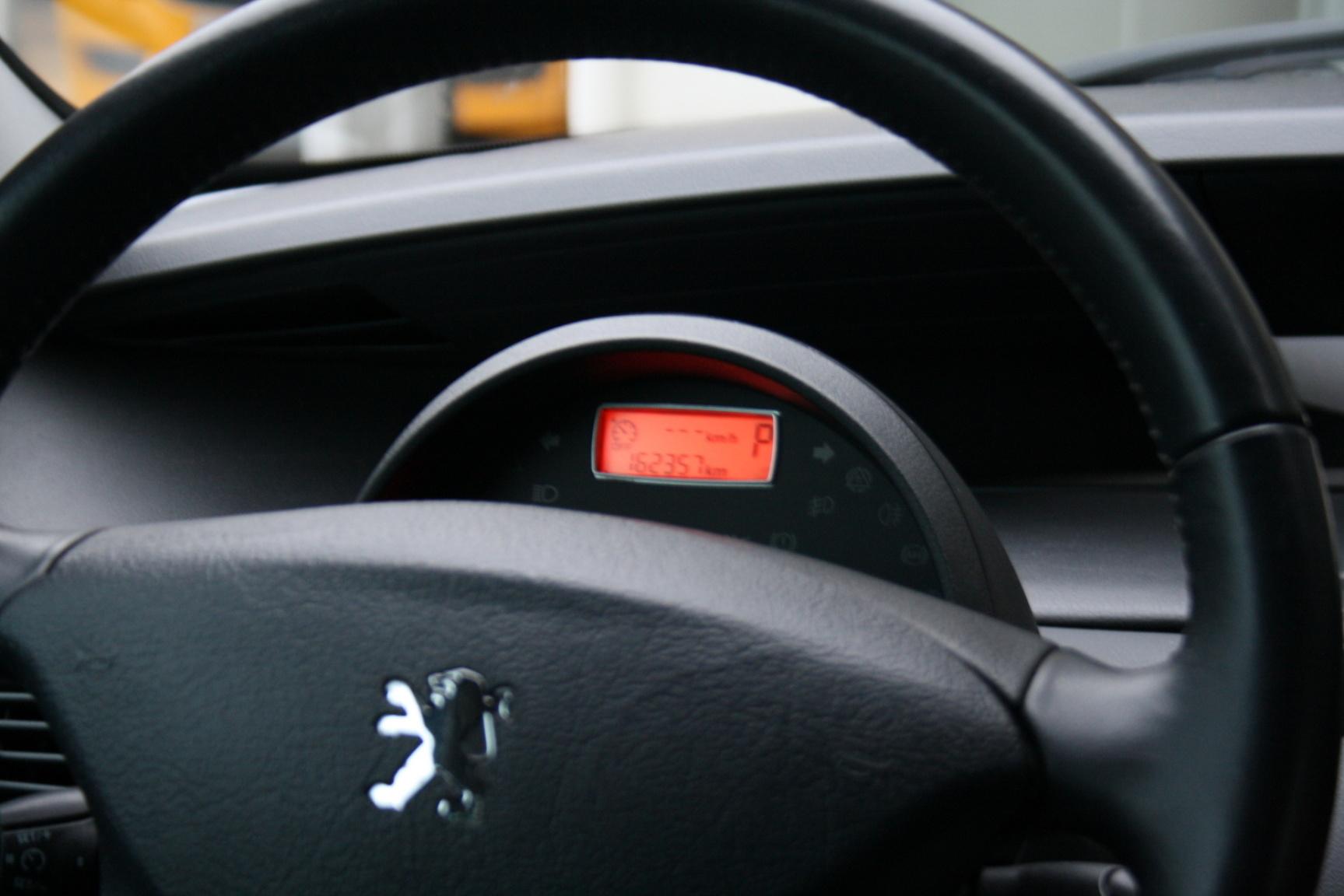 Peugeot-807-19