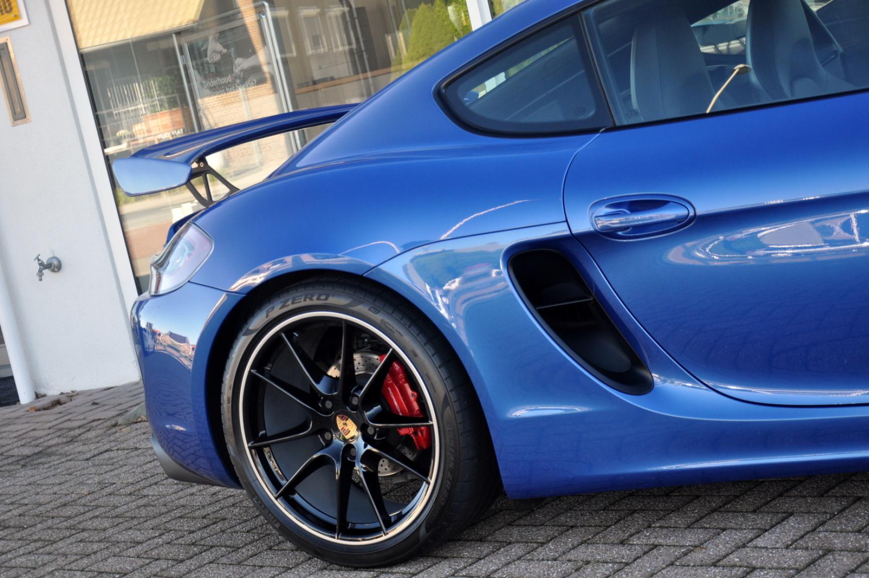 Porsche-Cayman-36