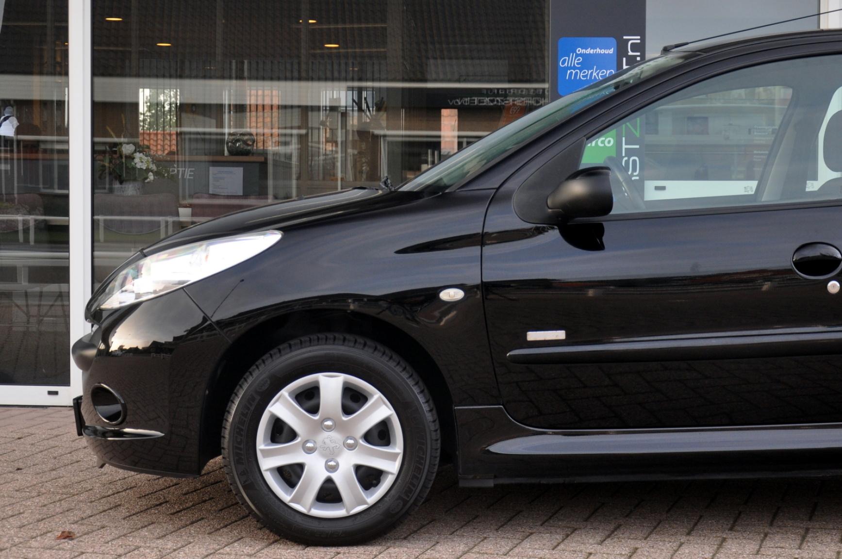 Peugeot-206+-23