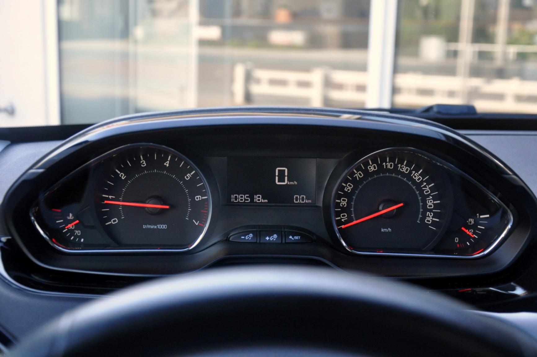 Peugeot-208-20